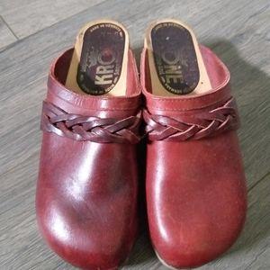 Vintage krone wooden clogs